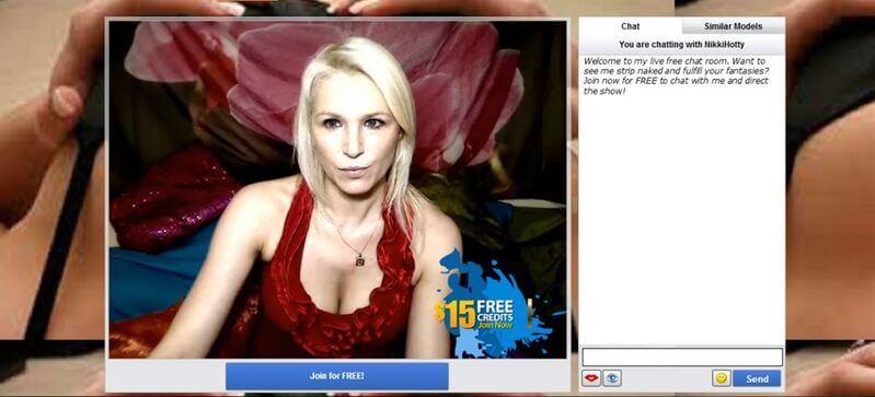 Blonde soccer mom inside her live sex chat room